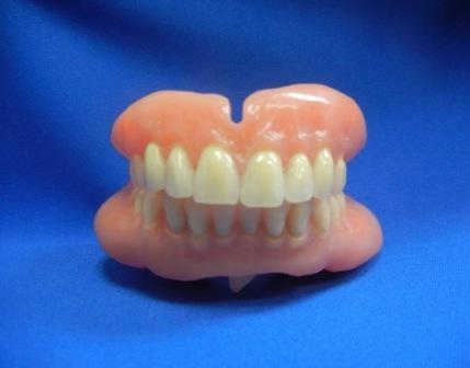完成した義歯